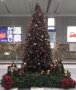 軽井沢駅改札前のクリスマスツリー
