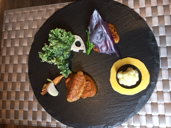 メインディッシュは2種類 魚か肉をチョイス。