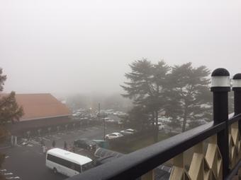霧の軽井沢駅