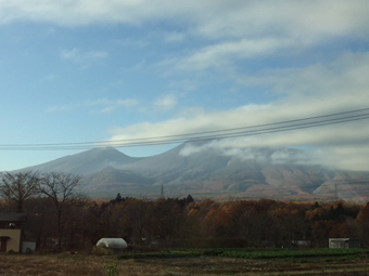 浅間パノラマ通りからみた浅間山