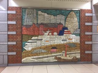 日本大通り駅の壁画