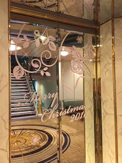エレベーターもクリスマス仕様