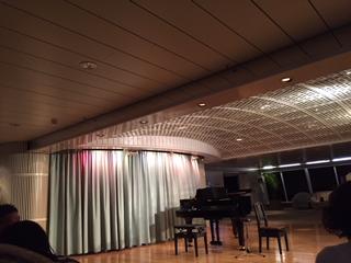 パームコートでピアノとチェロのコンサート
