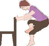 椅子などに捕まってお尻をしっかり伸ばすストレッチ