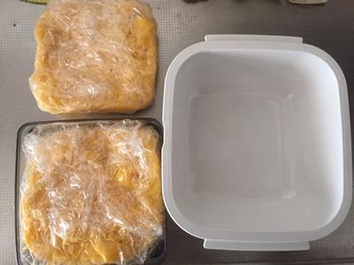 スライスチーズの容器で形を整えるときれいにできます