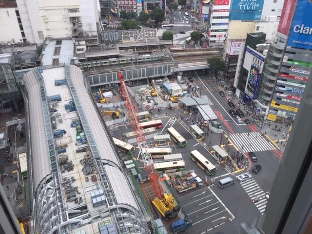 シアターオーブから渋谷駅方面を見下ろす
