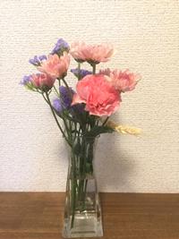 今週のお花、玄関へ