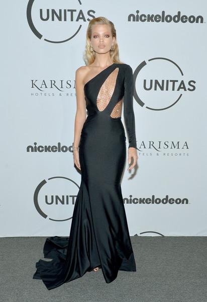 robe de soirée noire sexy asymétrique avec une manche