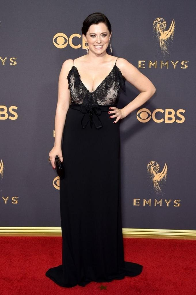 robe de soirée noire longue col en V avec bretelle Rachel Bloom
