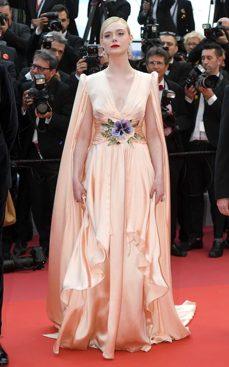 Elle Fanning en une robe de soirée pêche Festival de Cannes 2019