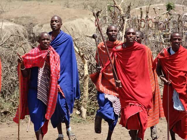 MBTはマサイ族の美しい歩き方に着想をえて生まれたシューズブランド