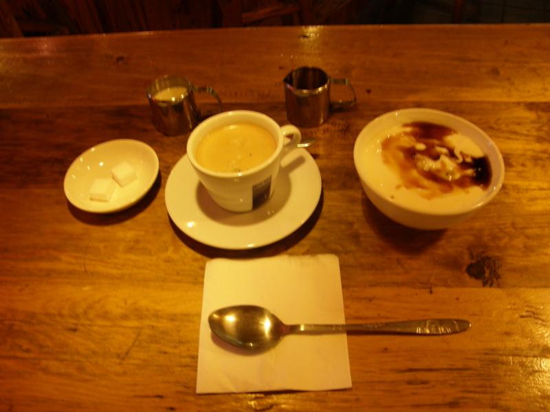 シムズのバーで軽い朝食