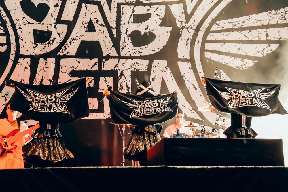 【エンタメ画像】BABYMETAL NEWS「BMTHオリヴァーにきつねタトゥー / ノットフェスに謎の覆面バンド続報ほか」