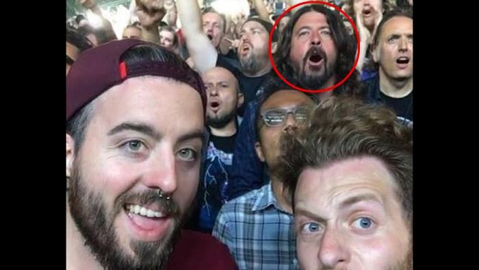 Foo Fightersのデイヴ・グロールがプライベートでMetallicaのライブに来場ww