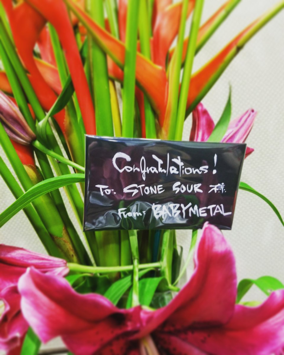 「Stone Sour」のJapan TourにBABYMETALがお祝い花