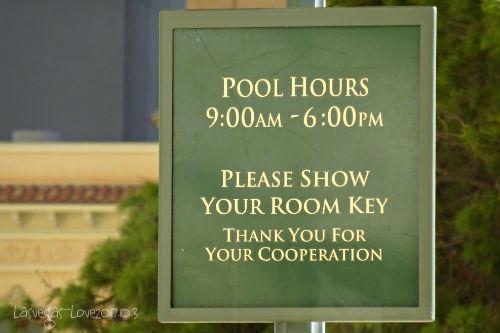 プール利用時間の札