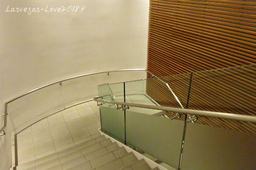 2階サクララウンジへ