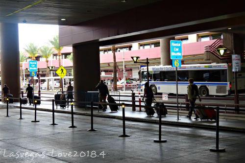 シャトルバス乗り場へ