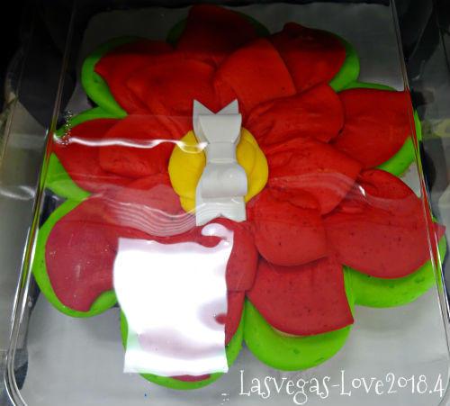 派手なケーキ