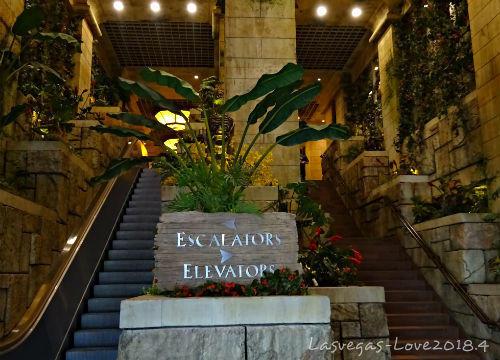 エスカレーター エレベーター