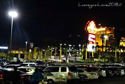 ショッピングモール駐車場