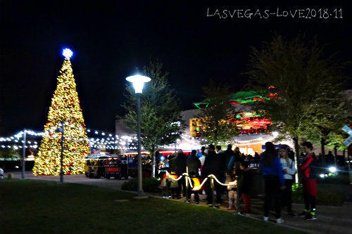 ダウンタウンサマリン クリスマスツリー