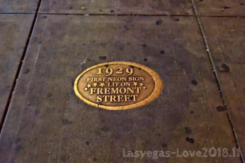 フリーモントストリート ファーストネオンサイン