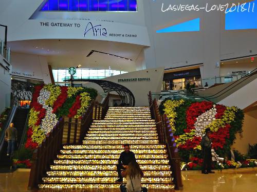 クリスタルズ シティセンター The Grand Staircase
