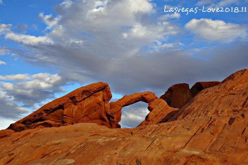 ラスベガス バレーオブファイヤー ナチュラル アーチ Arch Rock