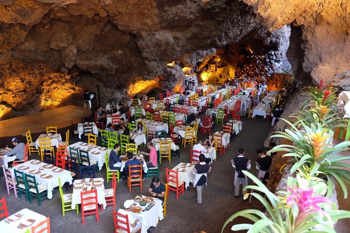 メキシコ 洞窟レストラン