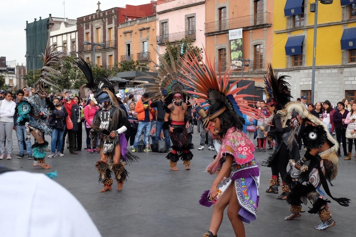 メキシコ ソカロ 民族衣装