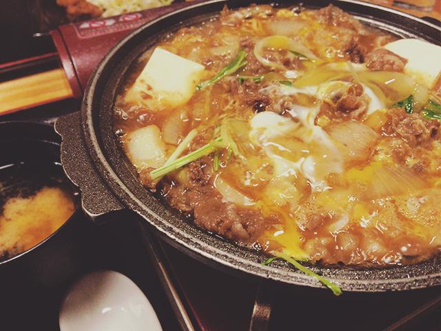 天狗ニュー秋葉原店の牛カルビの玉子とじ煮定食