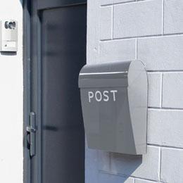玄関横のポスト