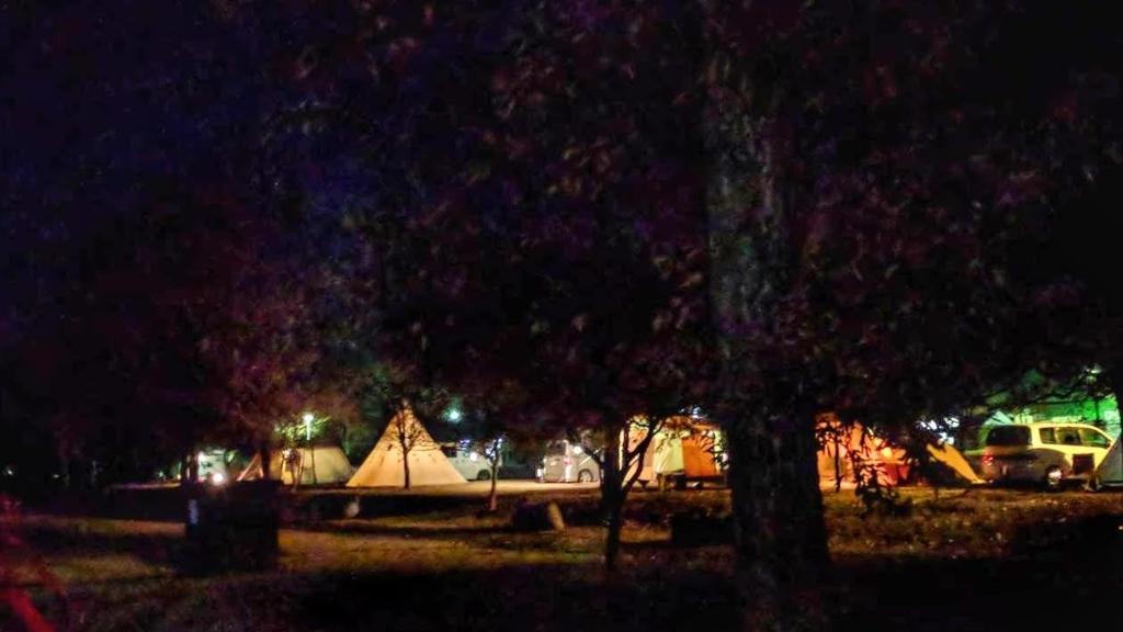 出会いの森オートキャンプ場の夜のテント