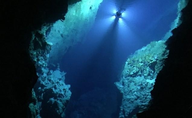 龍泉洞 地底湖