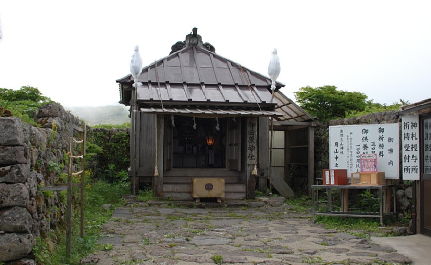 月山八合目 弥陀ヶ原 御田原神社