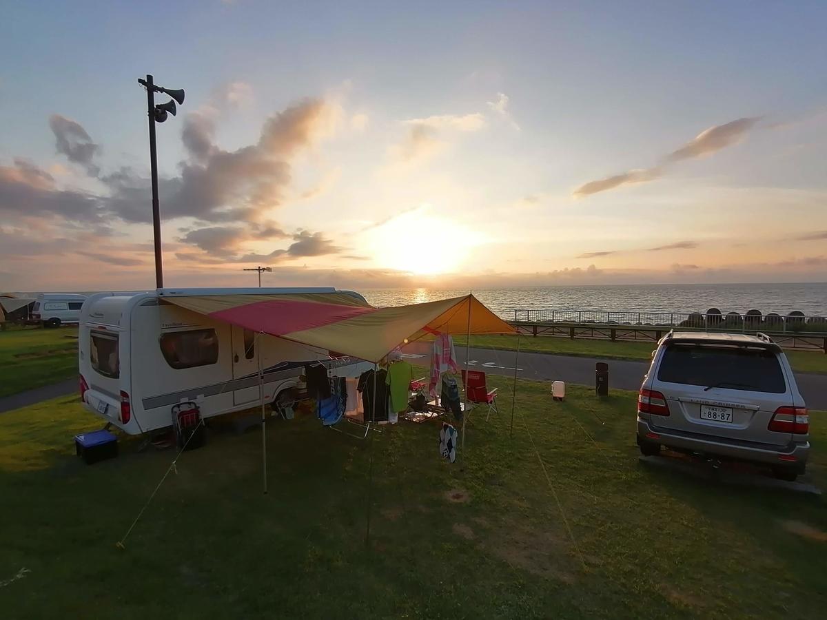紫雲寺記念公園オートキャンプ場 キャンピングトレーラー キャンプ 夕日