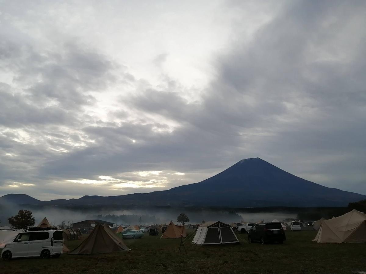 ふもとっぱら キャンプ キャンピングトレーラー  日の出