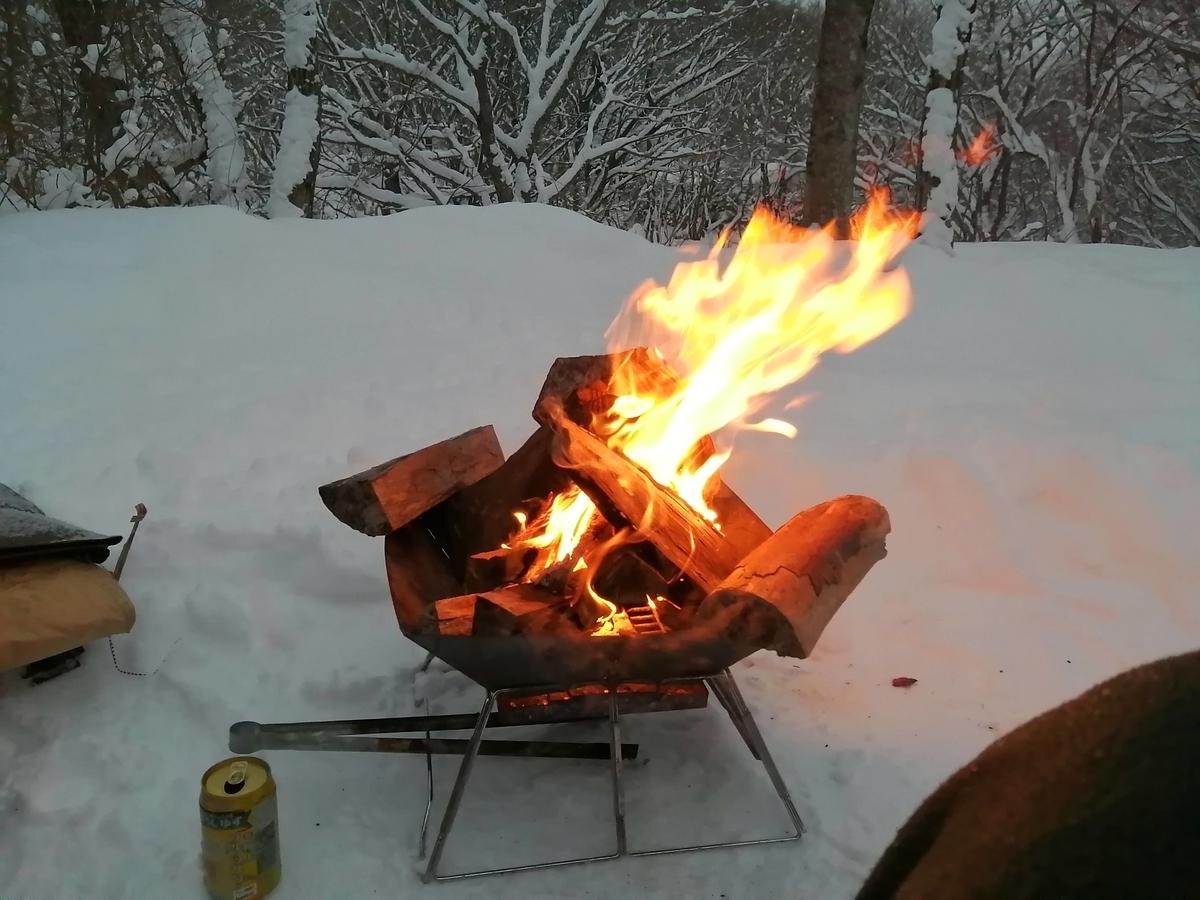 エンゼルフォレスト那須白河 キャンピングトレーラー 雪中キャンプ 焚き火
