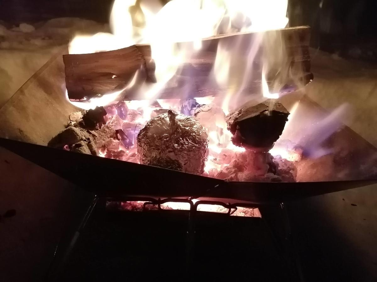 エンゼルフォレスト那須白河 キャンピングトレーラー 雪中キャンプ  焼きリンゴ 焚き火