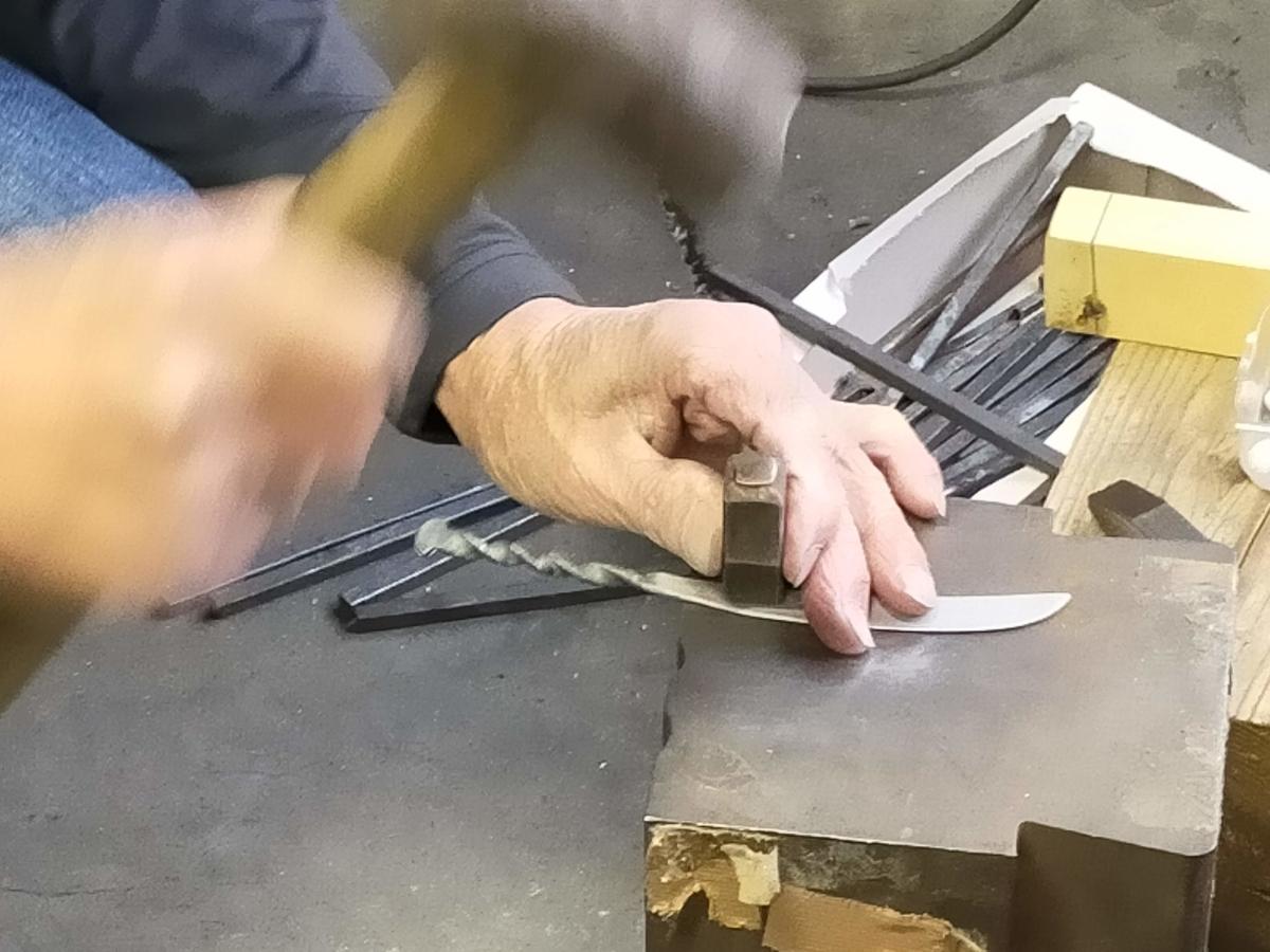 三条市 三条鍛冶道場 ものづくり体験 ペーパーナイフ 五寸釘 打刻