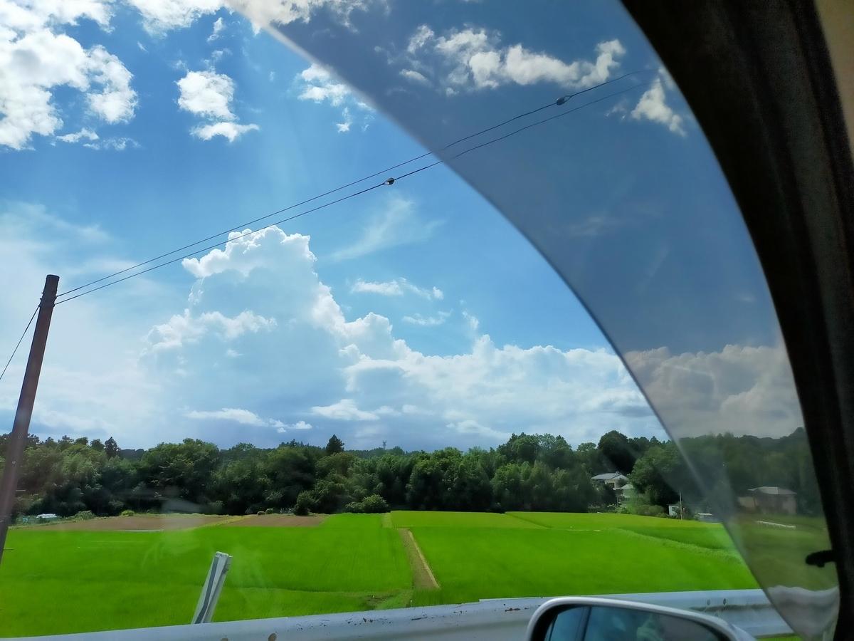ドライブ 青空 車窓からの景色