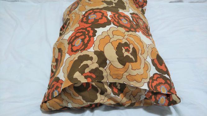 枕カバー裏側の合わせ布の部分