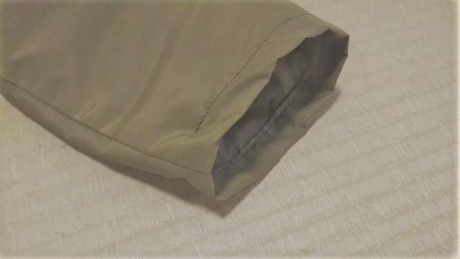 お直し後の袖口の様子。一部縫っていない箇所があります。