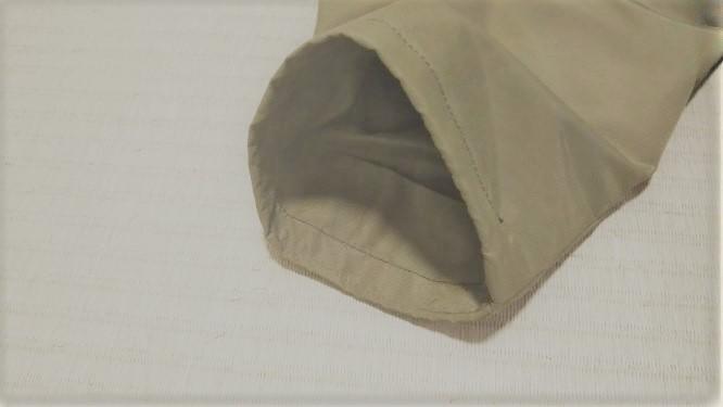 もう片方の袖口のお直しの様子。元の袖を折って縫っただけです。