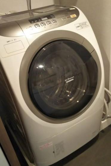 ドラム式洗濯乾燥機本体の様子