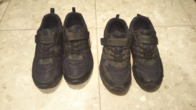 全く同じ靴が二足ある様子