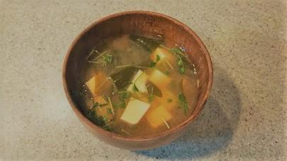 豆苗入りお味噌汁の様子