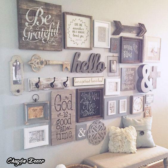]壁に取り付けられた木製フレームの格言