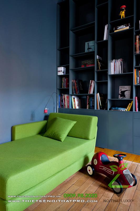 繊細なミックスアパートのインテリアデザインの新古典主義とモダニストスタイル